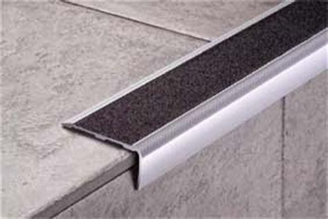Lis Les Untuk Keramik Dinding mengenal plint lantai border dan step nosing rumah