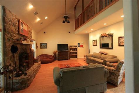 Warm And Cozy Cathedral Ceiling Living Room With Fireplace Cathedral Ceilings In Living Room