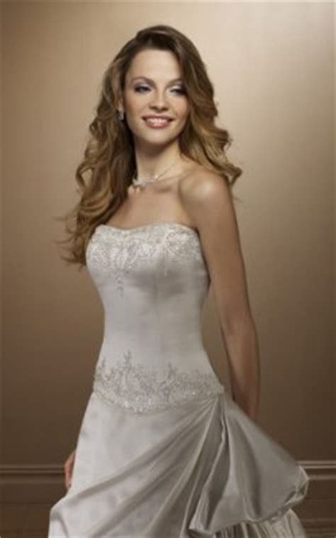 wedding hairstyles with strapless dress wedding hairstyles for strapless wedding dresses
