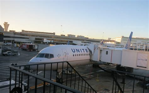 united airlines increasing routes to hawaii adding lie flat routes united sfo boston aa delta frontier jetblue