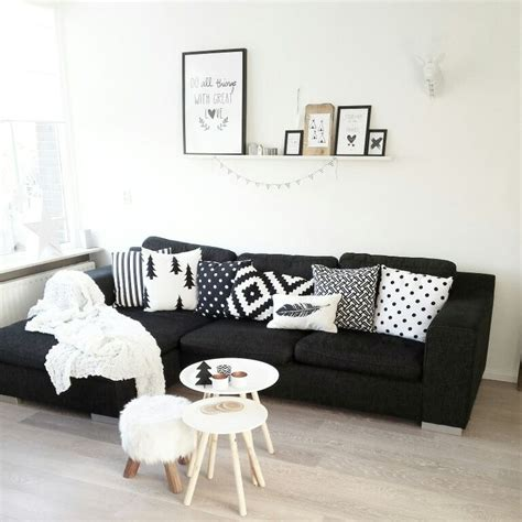 black couch with pillows instagram lindauit bank woonkamer salontafel kwantum