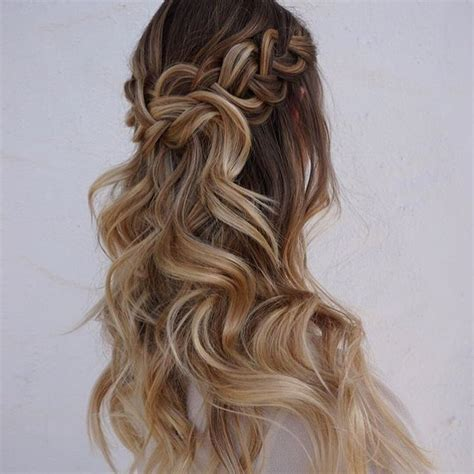 voluminous half up half down hairstyles best 25 big voluminous curls ideas on pinterest