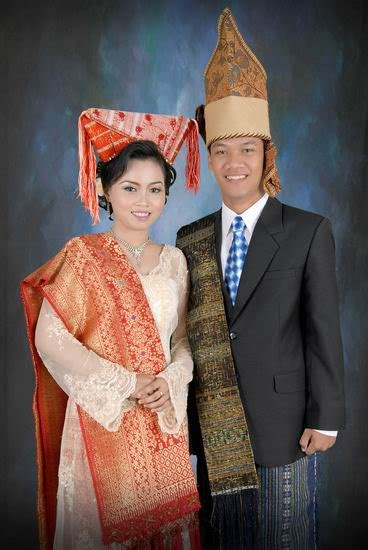 Baju Adat Tapanuli Utara pakaian adat tradisional indonesia budaya nusantara