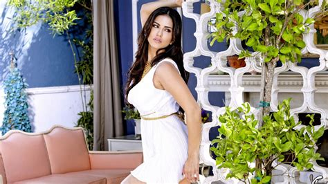 download mp3 you look beautiful in white sunny leone side pose looking beautiful in white dress
