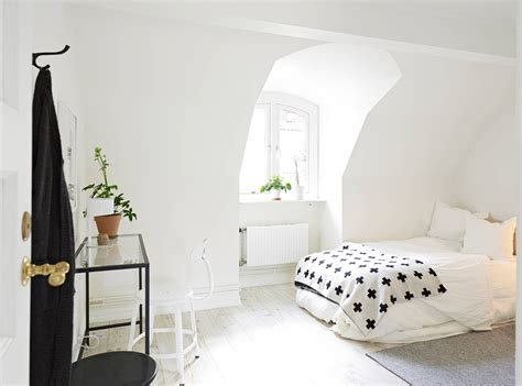 Crisp White Home With Pops Of Foliage Glitter Inc