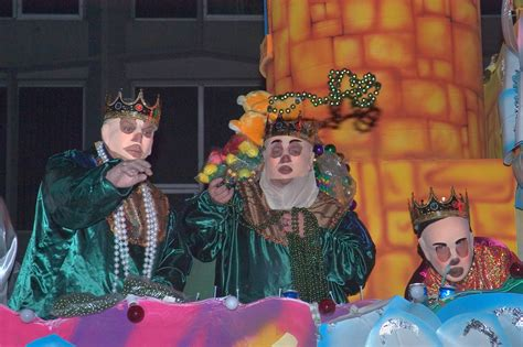 throwing at mardi gras photo 506 03 throwing from the float no 5 quot the