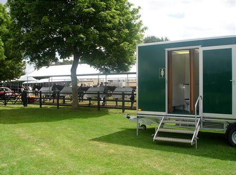 portable toilet facilities setting up portable luxury toilets for user convenience