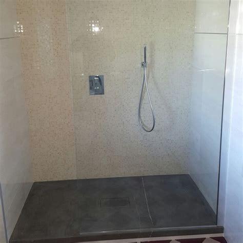 piatto doccia in pietra oltre 1000 idee su doccia in pietra su bagno