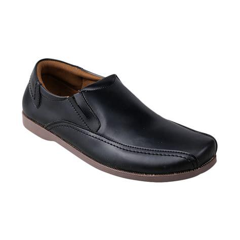 Toko Grosir Sepatu Yongki Komaladi jual yongki komaladi bas 1129 l15 casual sepatu pria hitam harga kualitas terjamin