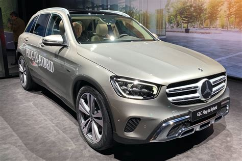 2019 Mercedes Glc by 2019 Mercedes Glc Facelift Takes On New Bmw X3 Auto Express