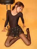 ART - MODELING * Preteen model Lila in costume