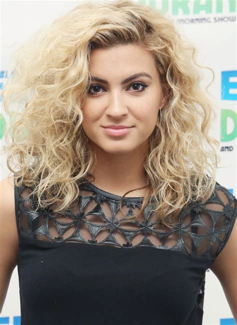 what side does tori kelly part her hair what side does tori kelly part her hair tori kelly style