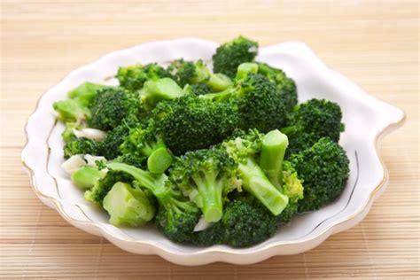broccoli come si cucinano broccoli bolliti tempo calorie e ricetta tomato