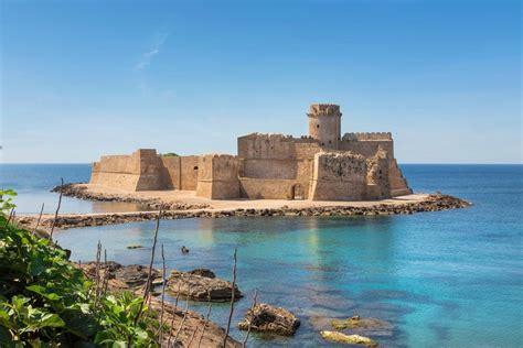 porto le castella le castella luogo magico della calabria immerso tra mare