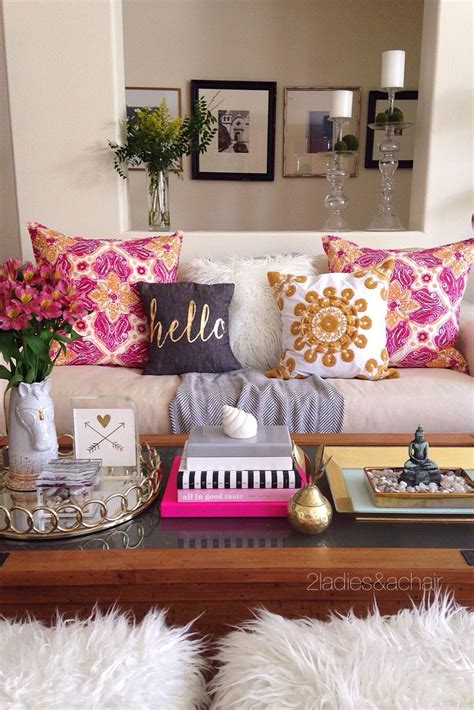 How To Keep Pillows Fluffy by Best 20 College Apartment Decorations Ideas On Diy Apartment Decor College