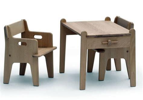 stuhl und tisch für kleinkinder peters tisch und stuhl hans j wegner detail