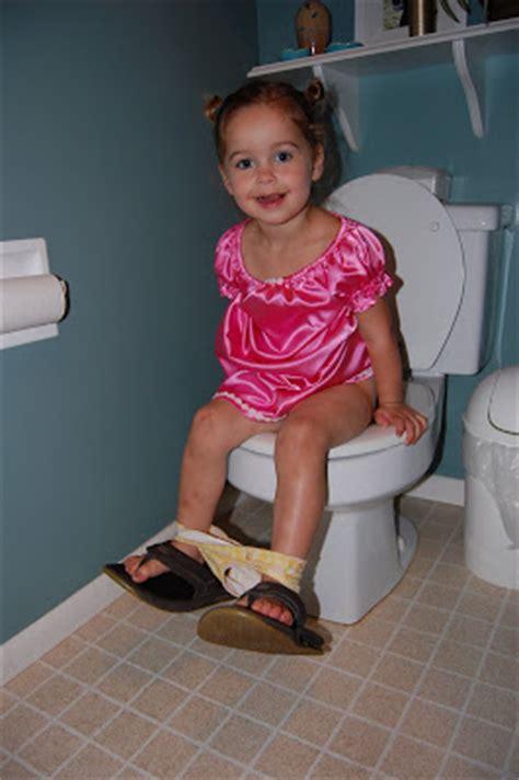 little girl going to the bathroom little girl going to the bathroom 28 images going to