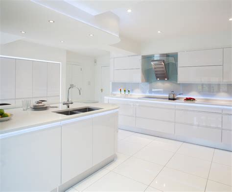 contemporary white kitchen stoneham evolve kitchen with silestone polar cap white