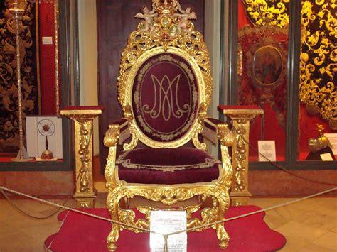 reina de sombras trono el trono de una reina el trono de la reina de sevilla mar flickr