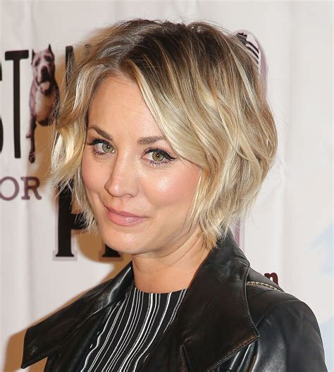 big bang blonde short hair cut pictures kaley cuoco hair evolution see how she grew out her pixie