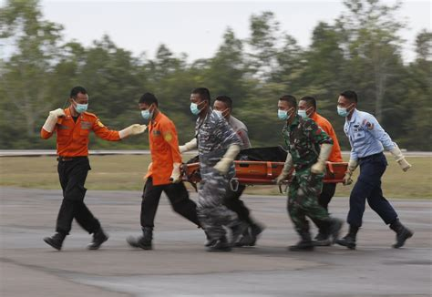 airasia victims airasia qz8501 desperate hunt for black box continues