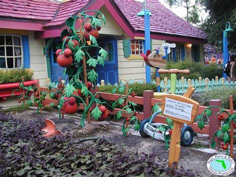 disney backyard walt disney world magic kingdom mickey s toontown fair