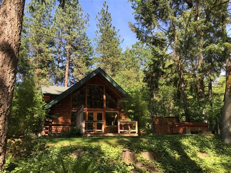 cabin in 15 airbnb cabins to rent this winter the everygirl