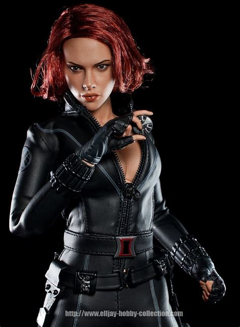 black widow hot the avengers hot toys black widow deluxe action figure