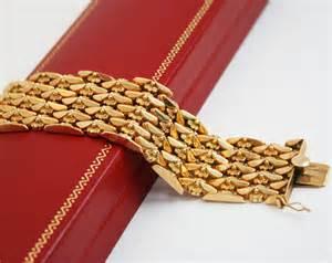 Vintage 18k solid gold bracelet wide florentine fleur de lis