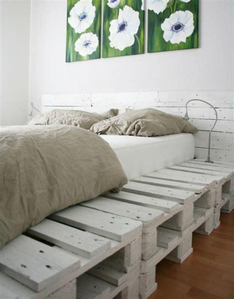 palettenmöbel bett bett aus paletten beleuchtet das beste aus wohndesign