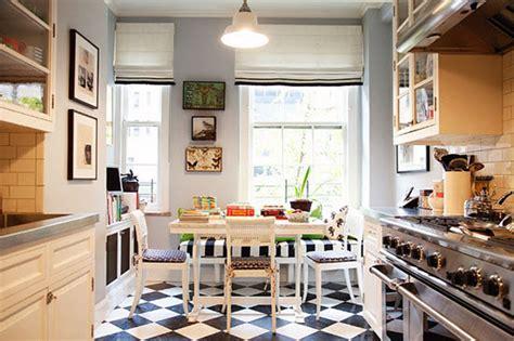 kitchen floor tile ideas the interior design inspiration conseils d 233 co adopter le carrelage damier noir et blanc