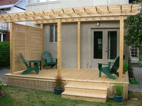privacy pergola deck and pergola with side screen gives total privacy from