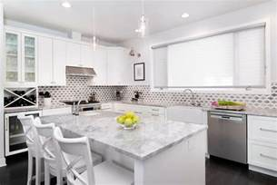 Countertops For White Kitchen Cabinets White Kitchen Cabinets With White Quartzite Countertops Transitional Kitchen