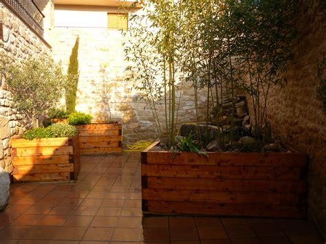 jardineras patio interior patio interior con jardineras de madera jardineras