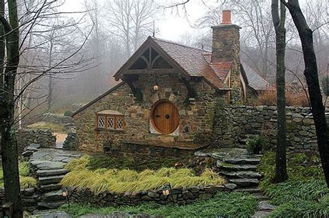 hobbit house pictures hobbit house for tolkien fan 18 pics
