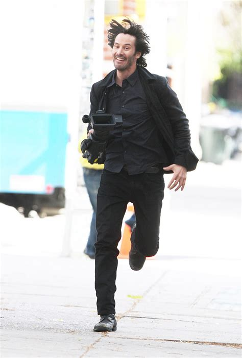 Keanu Reeves Runs The Paparazzi by 中の人 倉庫 キアヌ リーブス みんな