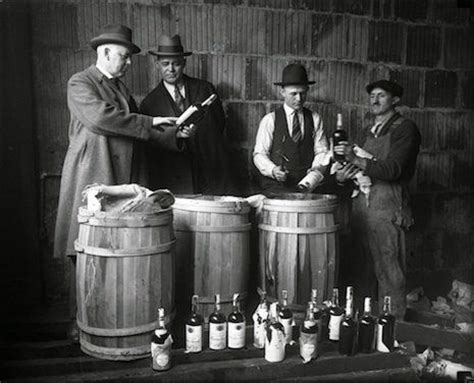 gangster film elements prohibition helped the rise of gangsters like al capone