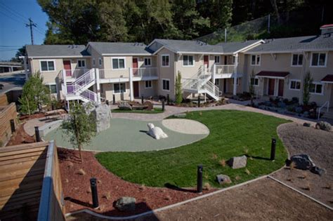 Courtyard Garden Apartments by Courtyard Garden And Playground At The Fireside Apartments