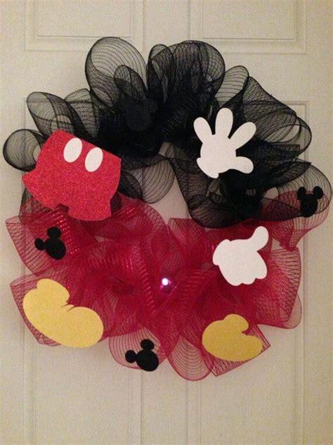 diy corona navide a de mickey mouse mickey s christmas wreath m 225 s de 1000 ideas sobre navidad de mickey mouse en