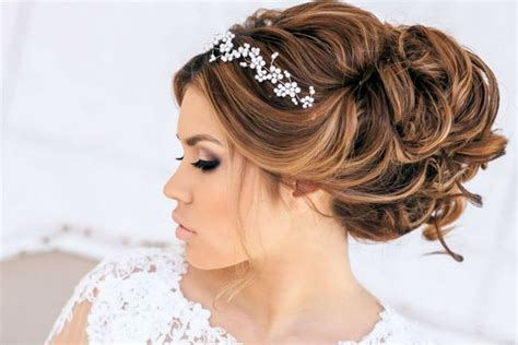 Wedding Hairstyles For Hair With Tiara by Wedding Hairstyle For Medium Hair