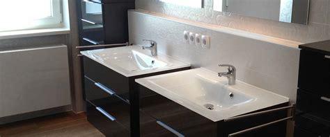 badezimmer mit dunklen schränken appelmann handwerker f 252 r r 228 ume bad boden und