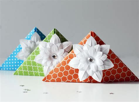 How To Make Corner Bookmarks With Paper - how to make these origami corner bookmarks