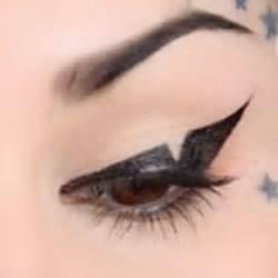 kat von d tattoo liner tutorial sephora glossy video kat von d s triangular liner tutorial