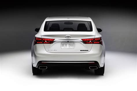 Toyota Avalon 2016 2016 Toyota Avalon Reviews And Rating Motor Trend