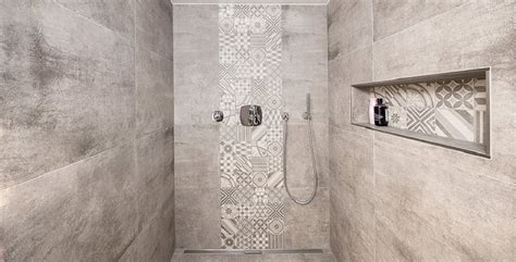 duschen fliesen gestalten kreative gestaltung ebenerdiger duschen fliesen kemmler