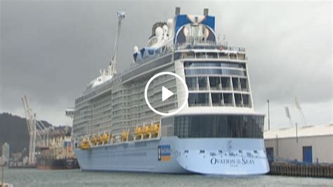 Largest Cruise Ship by The Largest Cruise Ship Ever To Visit Nz Docks In
