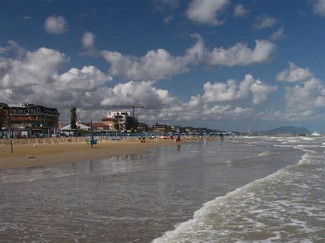 notizie porto sant elpidio furti in spiaggia segnalati raid a porto sant elpidio e