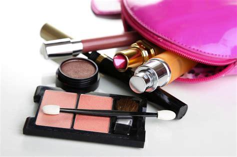 Bedak Make Satu Paket Intip Alat Make Up Yang Selalu Dibawa Wanita