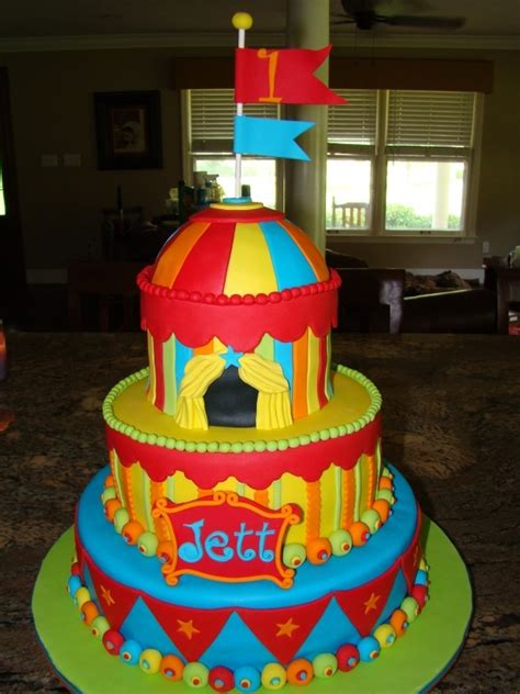 carnival themed cakes carnival circus themed cake cakes pinterest