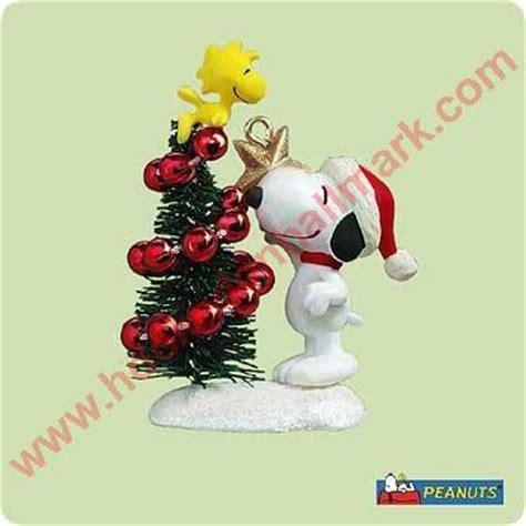 winter fun  snoopy peanuts hallmark miniature ornament